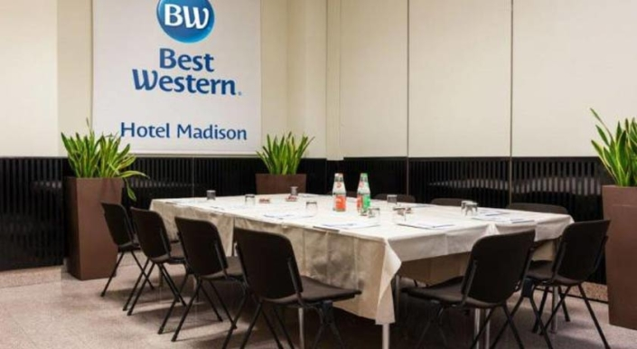 Anche-Best-Western-Hotel-Madison-al-Cleaning-Day-by-Centrale-District-il-30-giugno-via-Fara-torna-a-splendere-